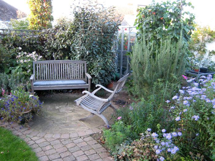 Christine lees garden design a garden in bedfordshire for Small garden areas